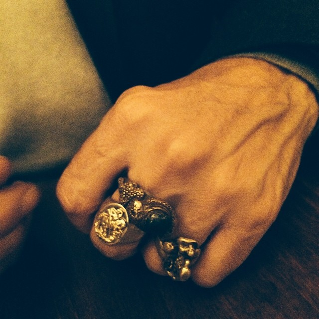 La main de l'artiste Tunga / photo : JJS